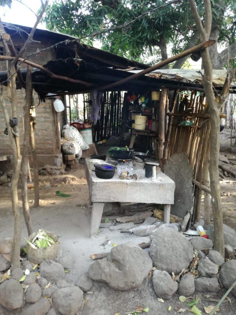 Vorher: Das ist die alte Kochstelle von Luisa über offenem Feuer.